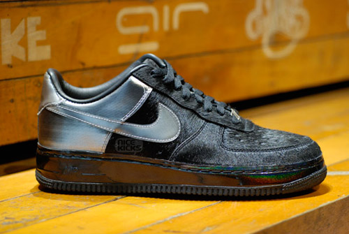 2069d5de3a7 nike-air-force-1-black-friday-detail-1