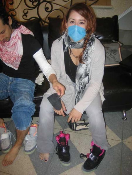 swine-flu-sneakerheads-3