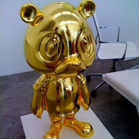 kanye-west-takashi-murakami-gold-bear-sculpture