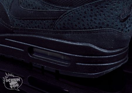 nike-wmns-air-max-1-black-red-04